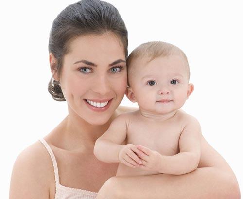 刚出生的小宝宝洗澡护理的注意事项图片